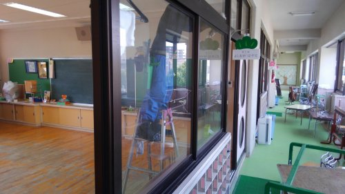 滋賀から京都の幼稚園の定期清掃中です。大阪滋賀では、4班エアコンクリーニング中です。