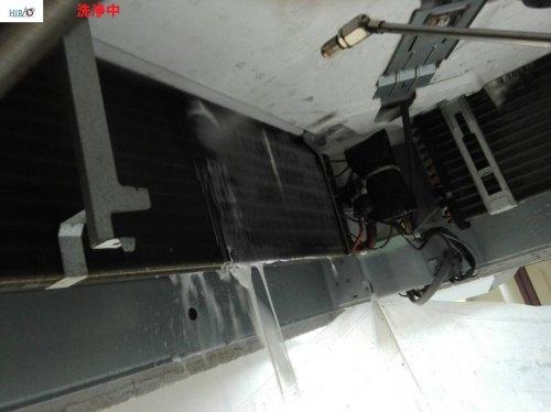 大阪市内にて高所のエアコン洗浄が30台終了致しました。