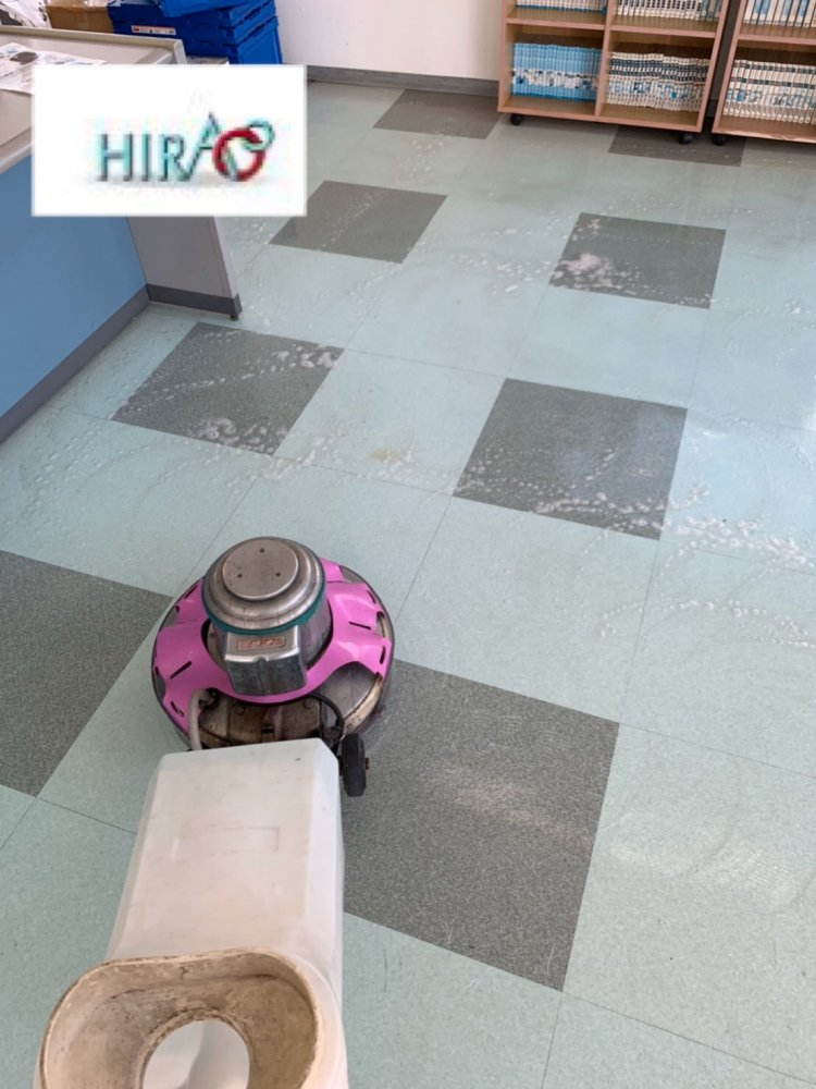 滋賀県栗東市にある車会社様にて床清掃です。